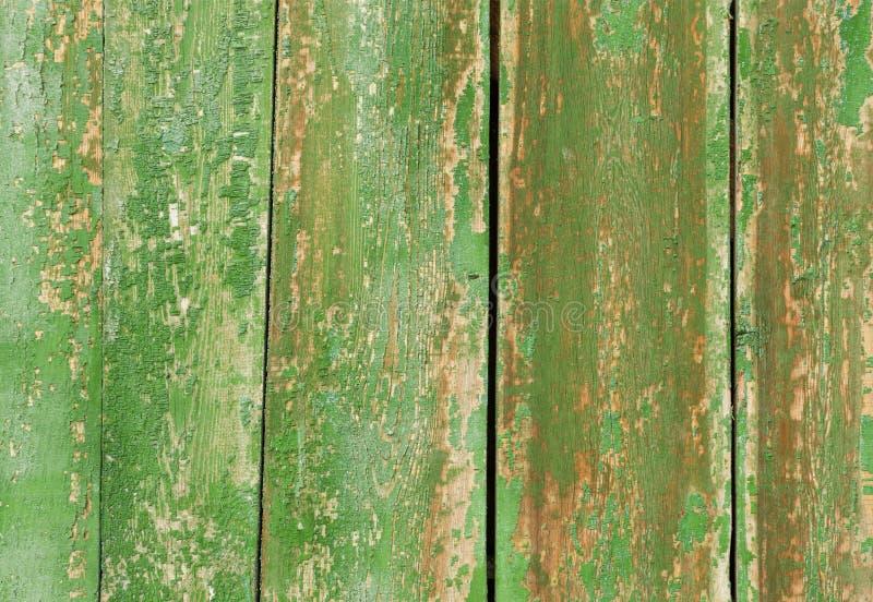 Tło stare drewniane deski z powyginaną zieloną farbą, fotografia royalty free