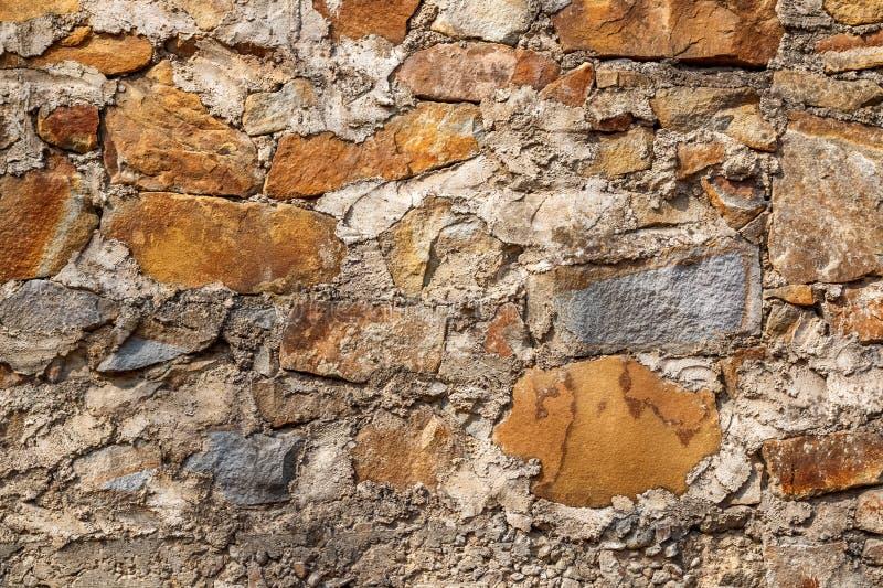 Tło tekstura stara kamienna ściana dla mockup lub projekta wzór w budowy, karmowej lub przemysłowej płaskiej warstwie, fotografia stock
