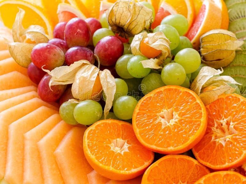 Tło układająca świeżo ciąca tropikalna i cytrus owoc zbli?enie zdjęcia royalty free