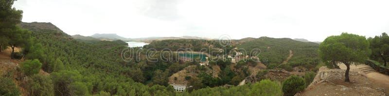 Tło widoku panoramy krajobrazowa natura Andalusia z sztucznymi jeziorami obrazy stock