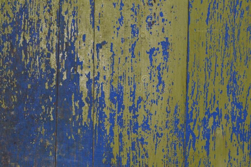 Tło z grunge desek starą drewnianą ścianą z płatkowanie zieleni farbą Drewniana tekstury deska chic, zniszczony zdjęcie royalty free