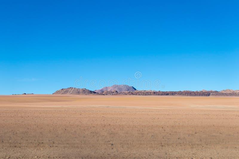Tło z jałową pustynną scenerią w Boliwijskich Andes w rezerwacie przyrodym Edoardo Avaroa, obraz royalty free