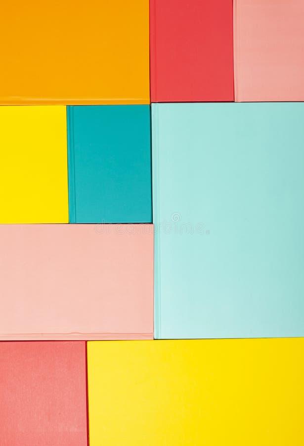 Tło z pustymi barwionymi książkowymi pokrywami Mockup, kopii przestrzeń zdjęcie royalty free