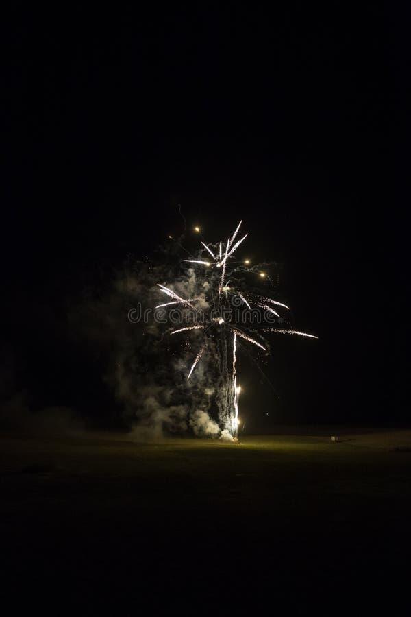 Tło z Srebnym fajerwerkiem z Bezpłatną przestrzenią dla teksta zdjęcie royalty free