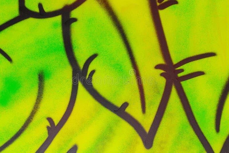 Tło z zielonymi liść Graffiti na ścianie zdjęcie royalty free
