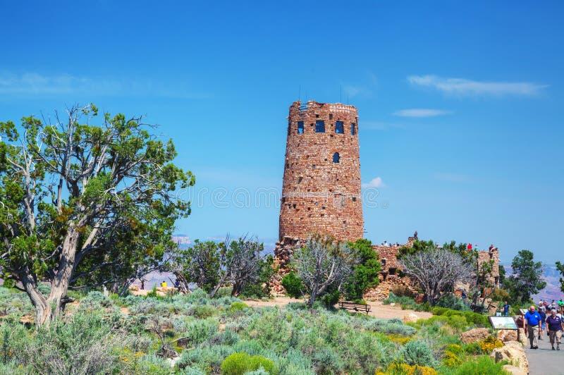 Tłoczący się z ludźmi Pustynnego widok wieży obserwacyjnej punktu fotografia stock