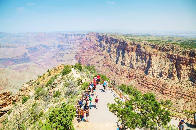 Tłoczący się z ludźmi Pustynnego widok wieży obserwacyjnej punktu obraz royalty free