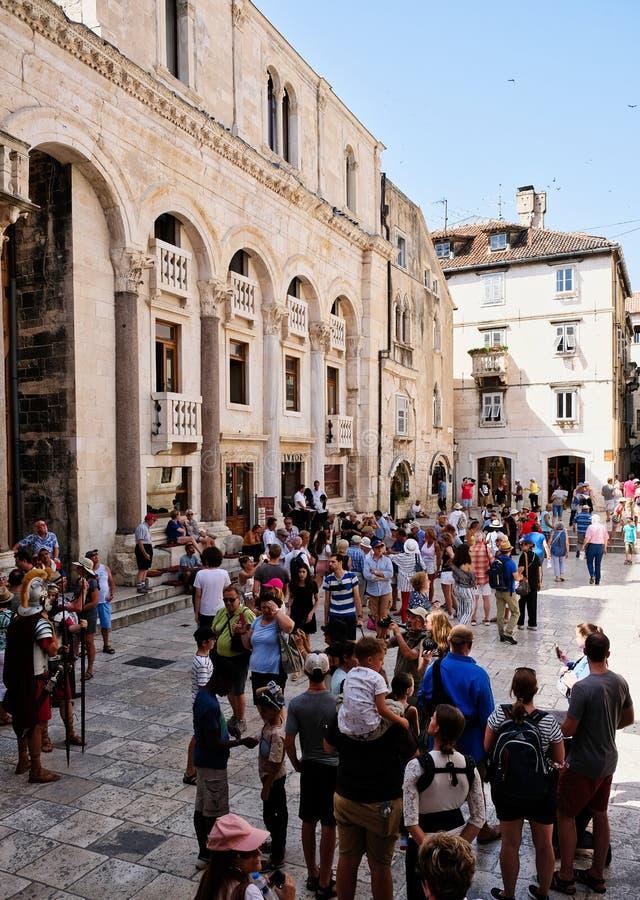 Tłoczy się w Historycznym Rozszczepionym Starym miasteczku, Chorwacja obraz royalty free