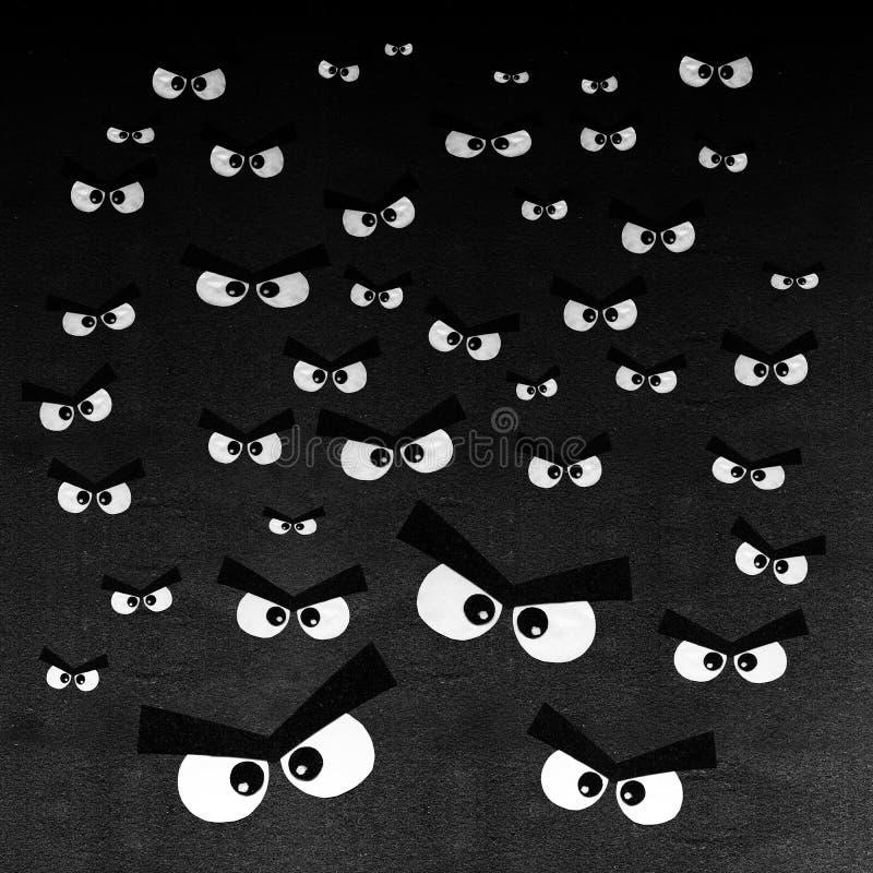 Tłum gniewni oczy na zmroku - szary tło royalty ilustracja
