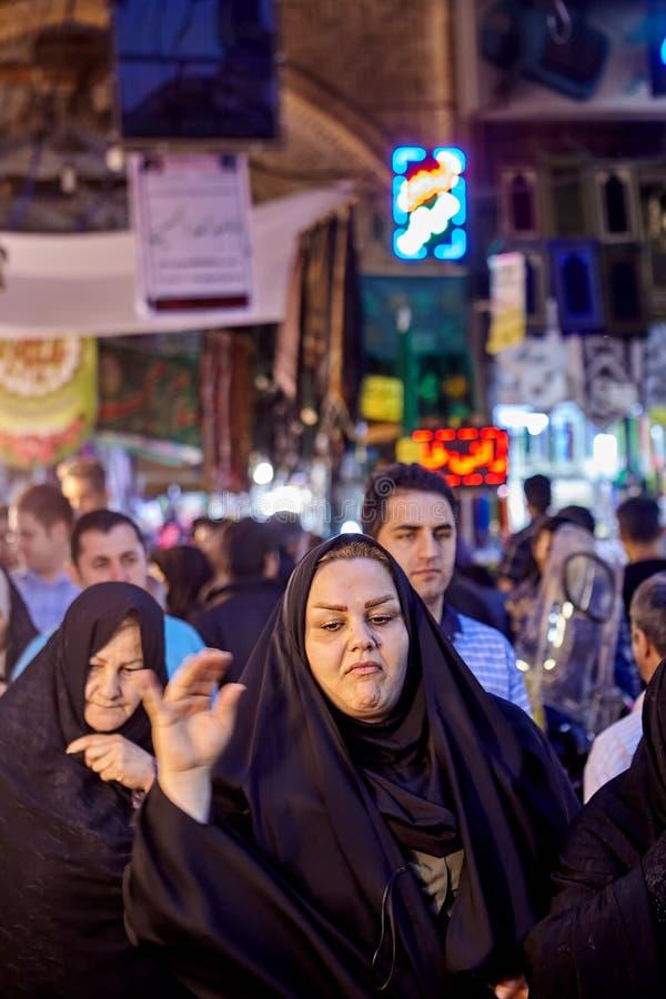 Tłum ludzie inside bazaru w Rey terenie, Teheran, Iran obrazy royalty free