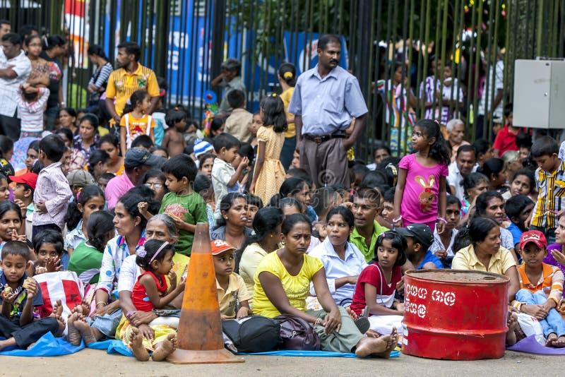 Tłum ludzie w Sri Lanka obrazy stock