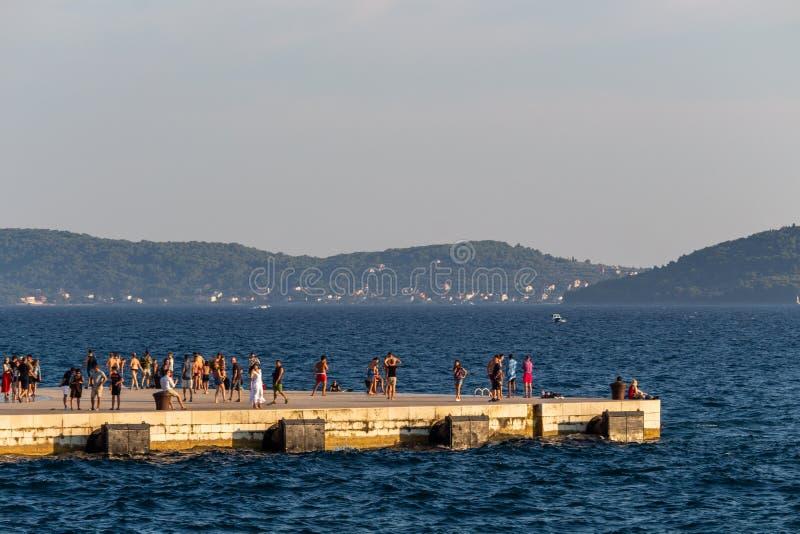 Tłum na doku Zadar fotografia royalty free