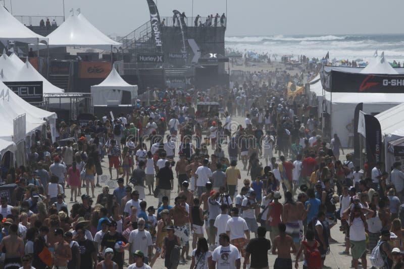 tłum plażowa ampuła zdjęcie stock