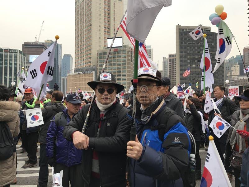 Tłum Protestuje w urzędu miasta kwadracie Południowi Koreańczycy fotografia royalty free