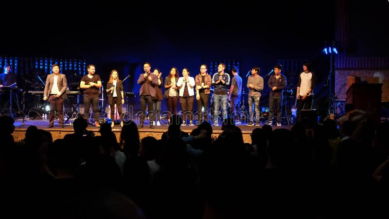 Tłum przy koncertem - W501 cześć chrześcijański koncert obraz stock
