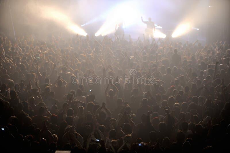 Tłum przy ruchu punków koncertem fotografia royalty free