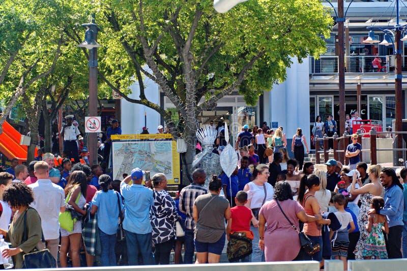 Tłum przy V&A nabrzeżem obrazy royalty free