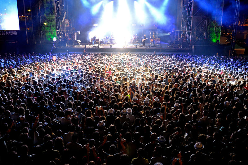 Tłum w koncercie przy Dcode festiwalem obrazy stock