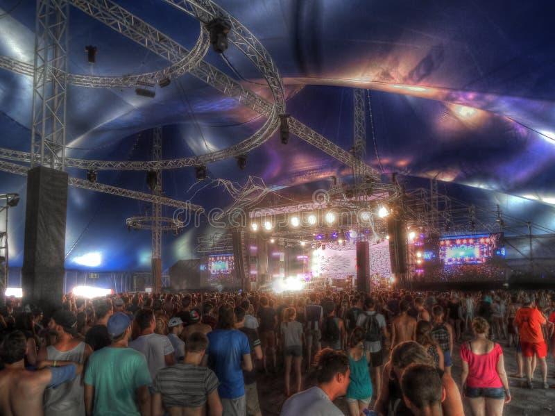 Tłum widzowie przy Sziget cyrka festiwalem zdjęcie stock