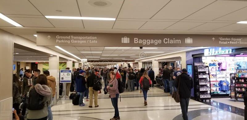 Tłumy ludzie w lotnisku fotografia royalty free