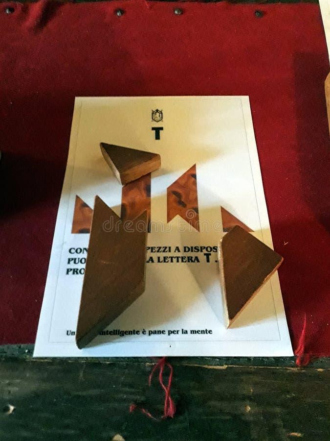 T, современный tangram стоковое изображение