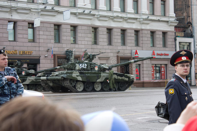 T-90在胜利天游行的坦克2010年5月9日的在莫斯科 库存图片
