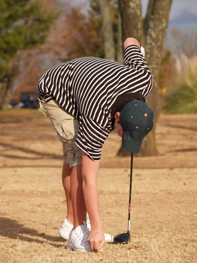 T acima da esfera de golfe foto de stock royalty free
