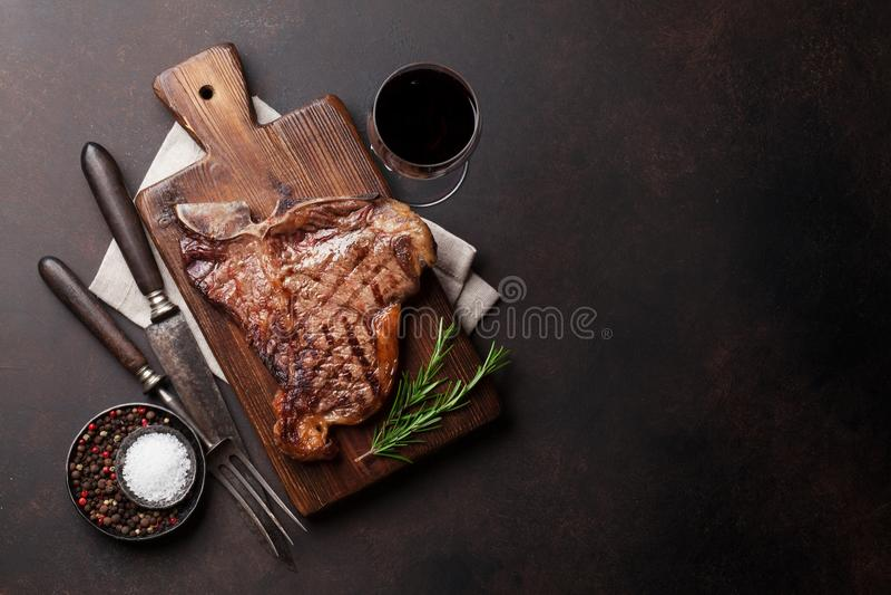T-bone μπριζόλα στοκ εικόνα με δικαίωμα ελεύθερης χρήσης