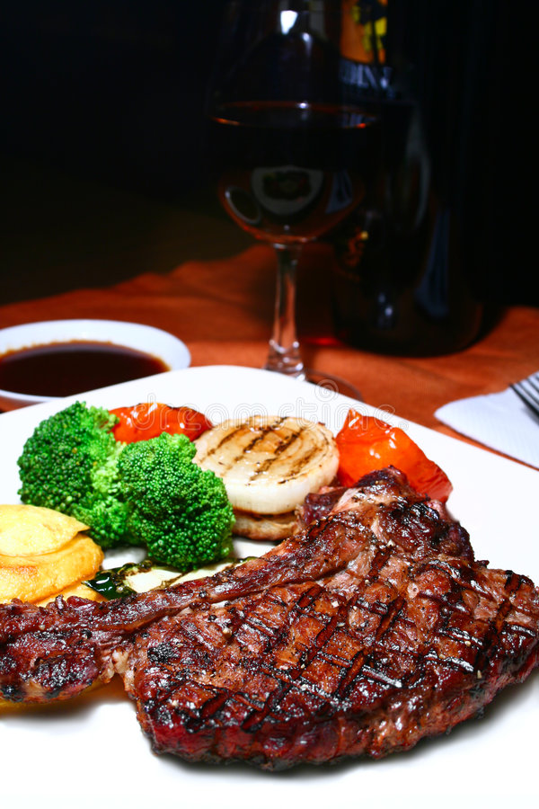 Free T-bone Steak Royalty Free Stock Images - 3226569