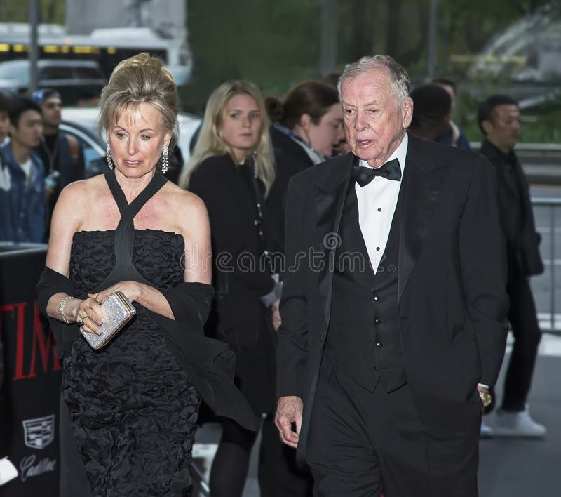 T Boone Pickens and Toni Brinker Arrive at 2016 Time 100 Gala stock fotografie