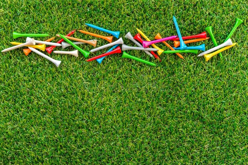 T di golf su erba fotografia stock