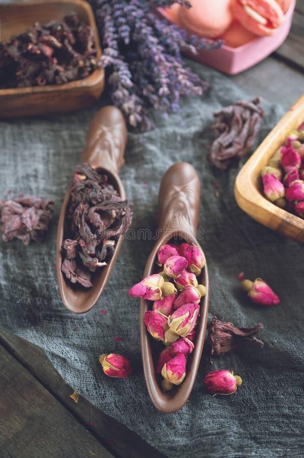 T? di Rosebud Il tè di Rose Bud è fatto dai germogli rosa reali colti quando sono giovani ed allora secchi fotografie stock libere da diritti