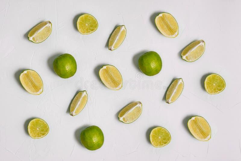 t?a dof wapna p?ycizny biel Plasterki świeże cytrus owoc układają z rzędu Gotować, przepisy, kosmetyki Zdrowy jedzenie z obraz royalty free