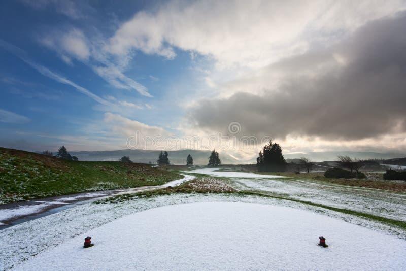 T em um campo de golfe nevado fotos de stock royalty free