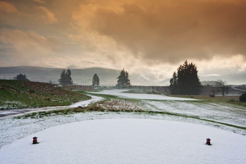 T em um campo de golfe nevado imagem de stock royalty free