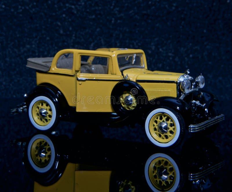 T Ford modelo amarelo foto de stock royalty free