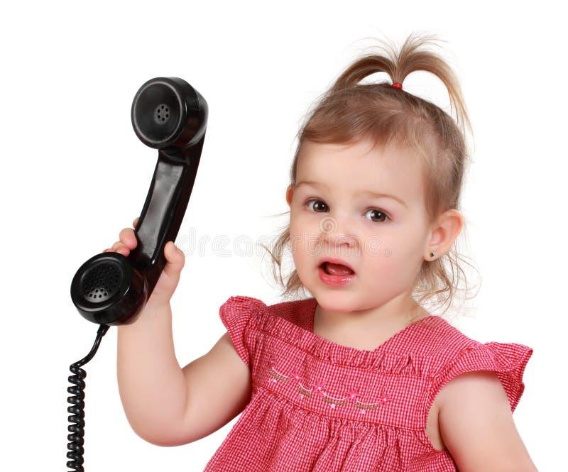 T?l?phone Holding des kleinen Mädchens lizenzfreie stockfotos