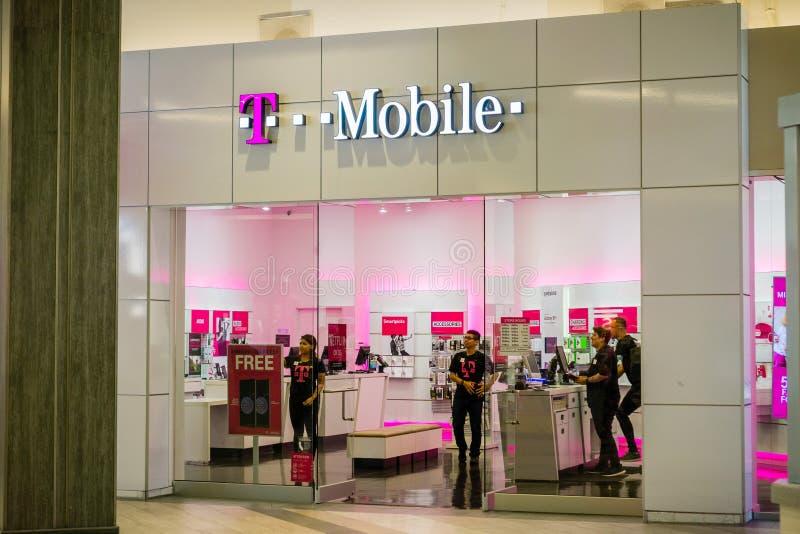 T-Mobile-ingang aan één van de opslag stock afbeeldingen