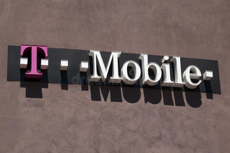 T-Mobile sklepu detalicznego przodu komórkowy znak fotografia stock
