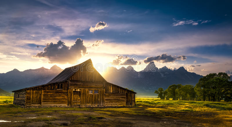 T.A. Moulton Barn After der Sturm lizenzfreie stockfotos