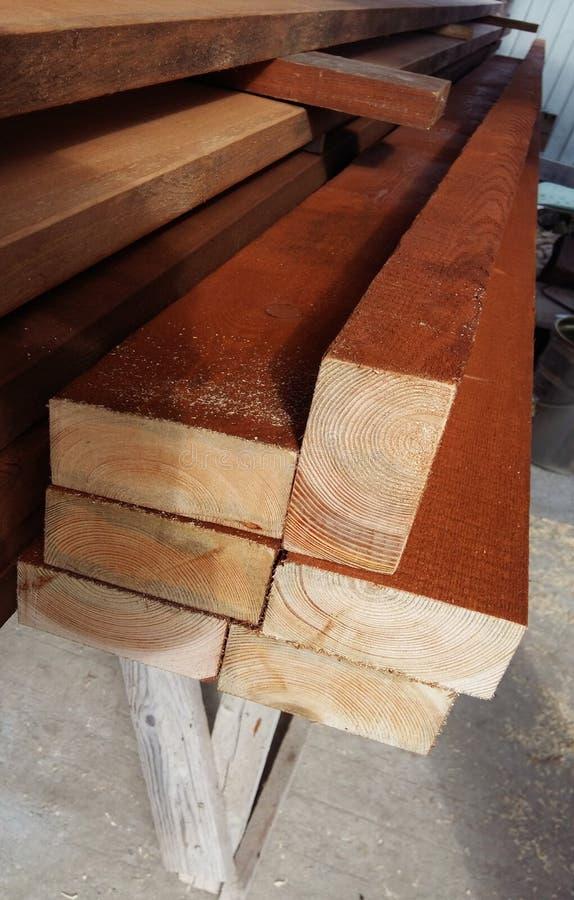 T?o ko?c?wki deski Ko?c?wki tarcica Sosnowe ko?c?wki Drewniany t?o Drewniana tekstura zdjęcie royalty free
