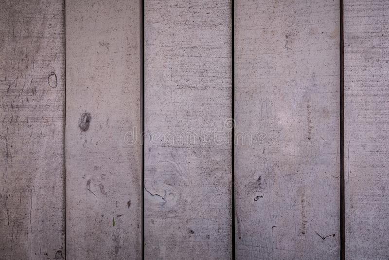 T?o tekstury lub stare drewniane tapety k?a?? szary i pionowo jasnobr?zowego maluj?cego w retro stylu i zdjęcia stock