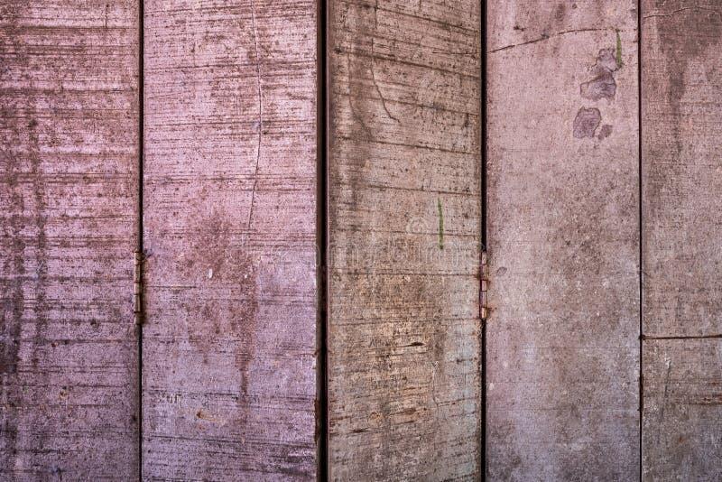 T?o tekstury lub stare drewniane tapety k?a?? szary i pionowo jasnobr?zowego maluj?cego w retro stylu i obrazy stock