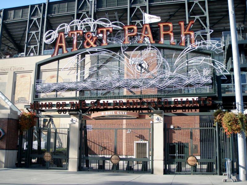 AT&T Park - Home of the Giants - Neon Sign durante il giorno fotografia stock