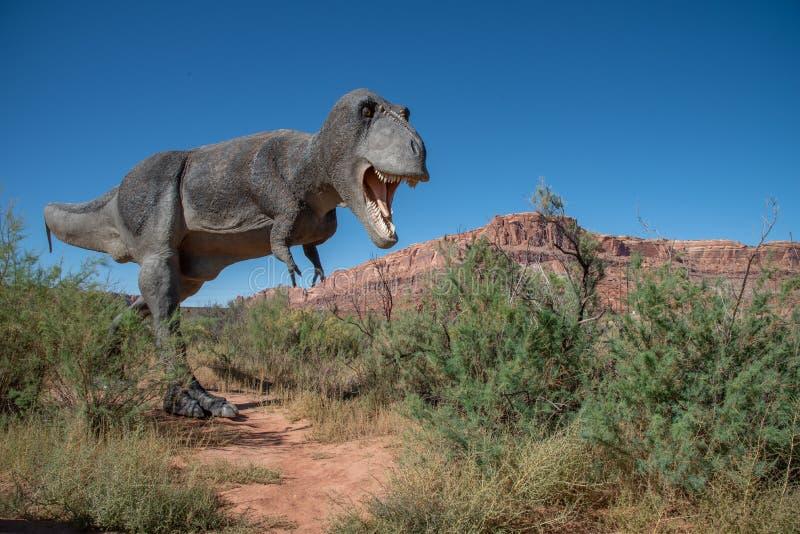 T-Rex wędruje pustynię w Utah zdjęcia stock