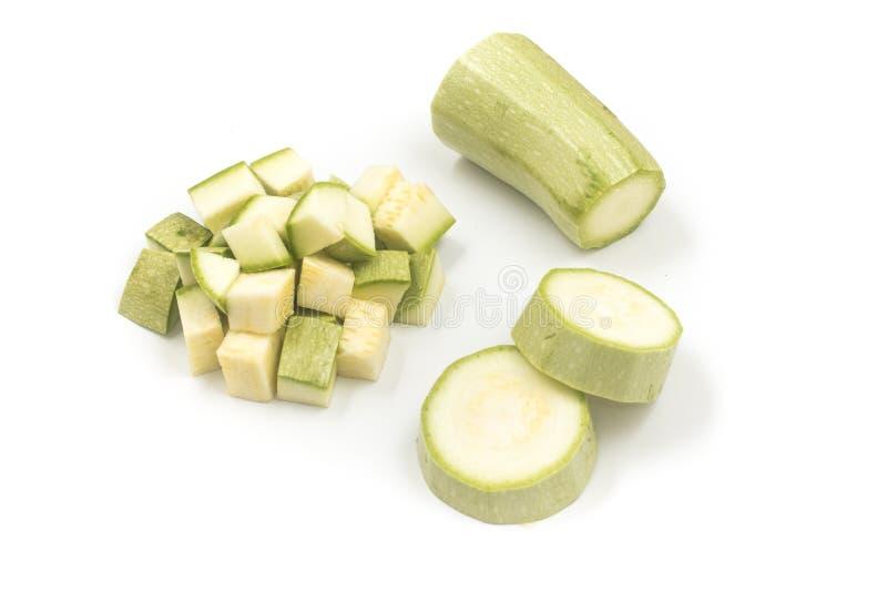 T?rnad zucchini klipp in i kuber royaltyfri bild