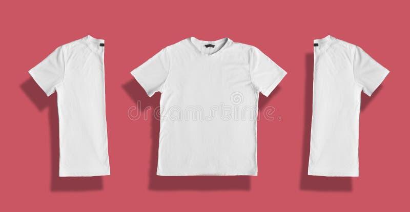 T-shirt branco com espaço vazio para sua texto ou propaganda relativa à promoção Matéria têxtil, projeto, roupa, molde e conceito fotos de stock royalty free