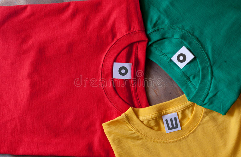 T-shirt coloridos foto de stock royalty free