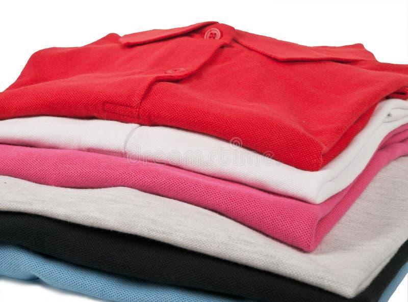 T-shirt coloridos do polo foto de stock royalty free