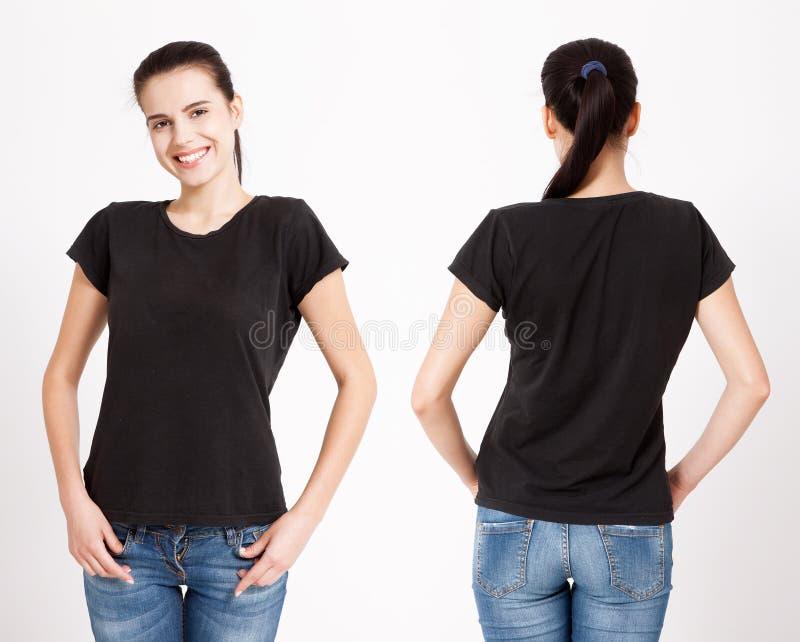 T-Shirt Design und Leutekonzept - nah oben von der jungen Frau im leeren weißen T-Shirt Spott des sauberen Hemds oben für Designs lizenzfreie stockfotos